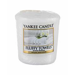 Vonná svíčka Yankee Candle Fluffy Towels 49 g